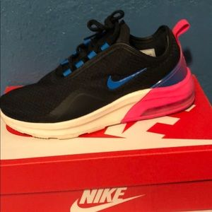 Woman's Nike Air Max Motion 2